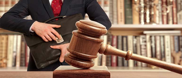 Sapņu tulks advokāts