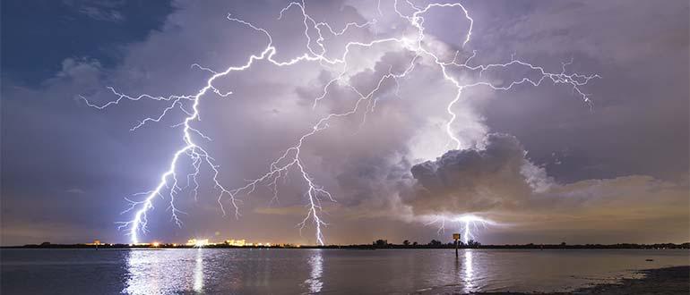 Sapņu tulks negaiss